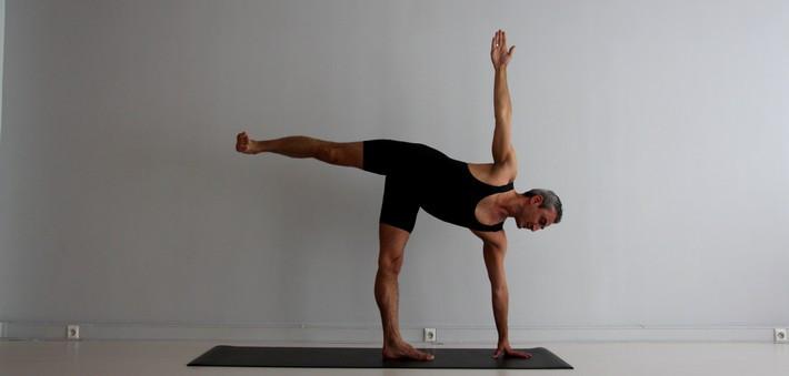 Ardha Candrāsana, la posture de la Demi-Lune