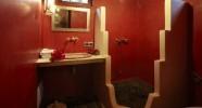 Salle de bain d'une chambre du Patio des Palmiers